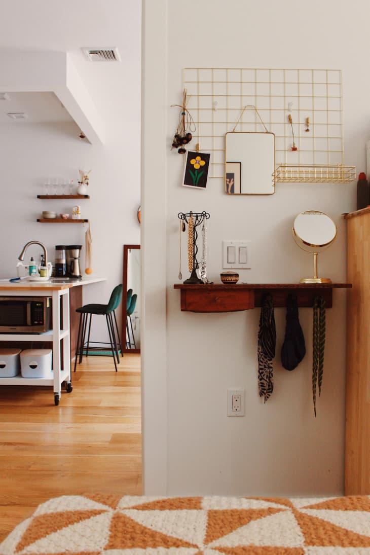 从卧室看厨房