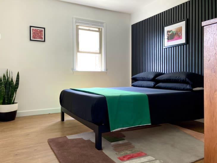 卧室用板条黑色口音墙