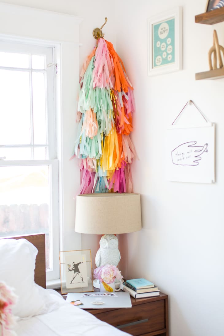 10 Fabric Wall Hangings Fun Fabric Decor Ideas For Walls Apartment Therapy