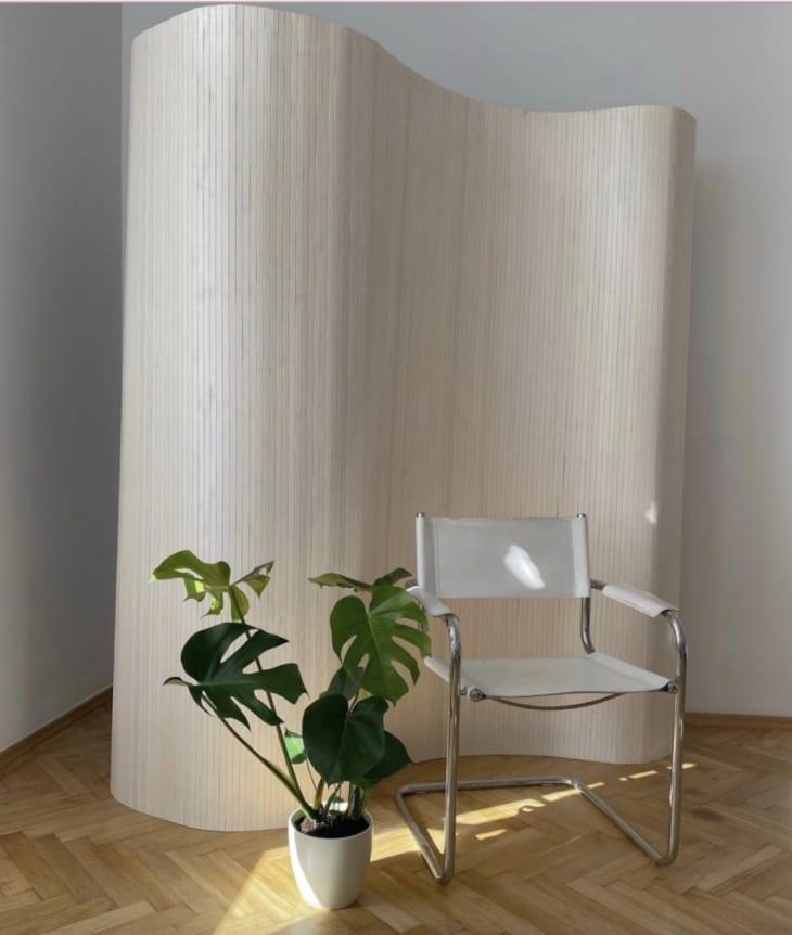 Etsy房间分隔在白色木材完成