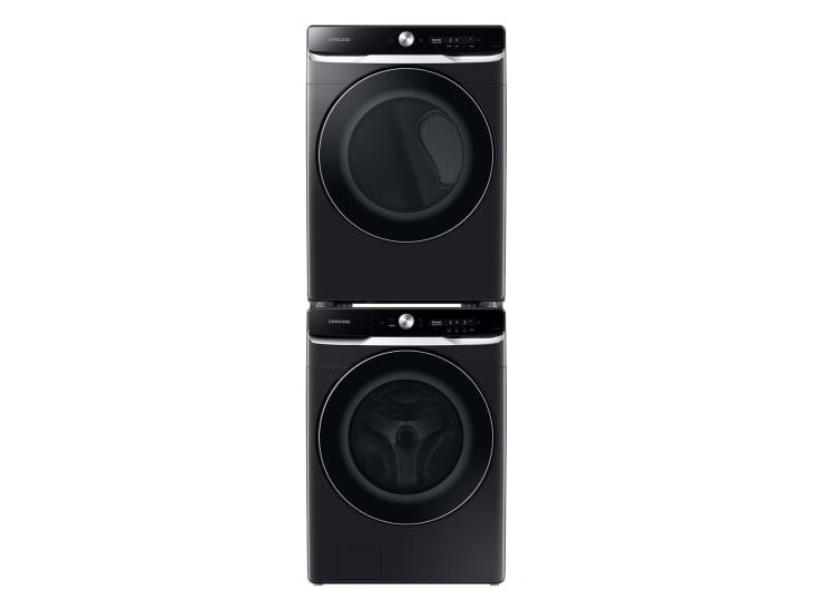 产品形象:带OptiWash™和CleanGuard™的前载洗衣机,带超高速干燥的烘干机,MultiControl™套件和堆叠套件套装