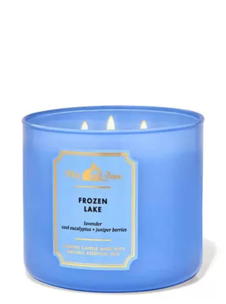 产品形象:白色谷仓冰冻湖蜡烛
