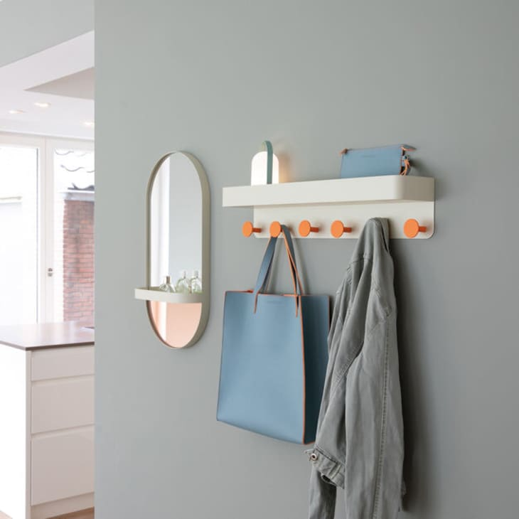 产品形象:带架子的壁挂式衣架
