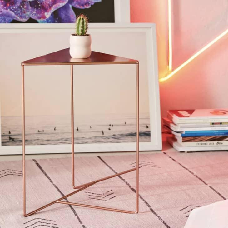 产品形象:三角形边桌
