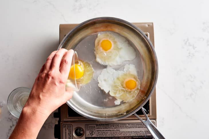 A Review Of 5 Different Egg Poaching Methods Kitchn