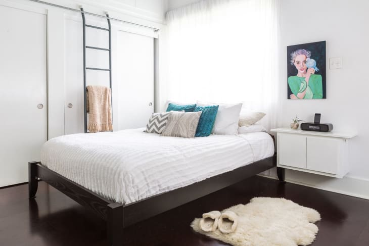 Dressed to Snooze: 20 Ideas for Styling a Bed   Apartment ...