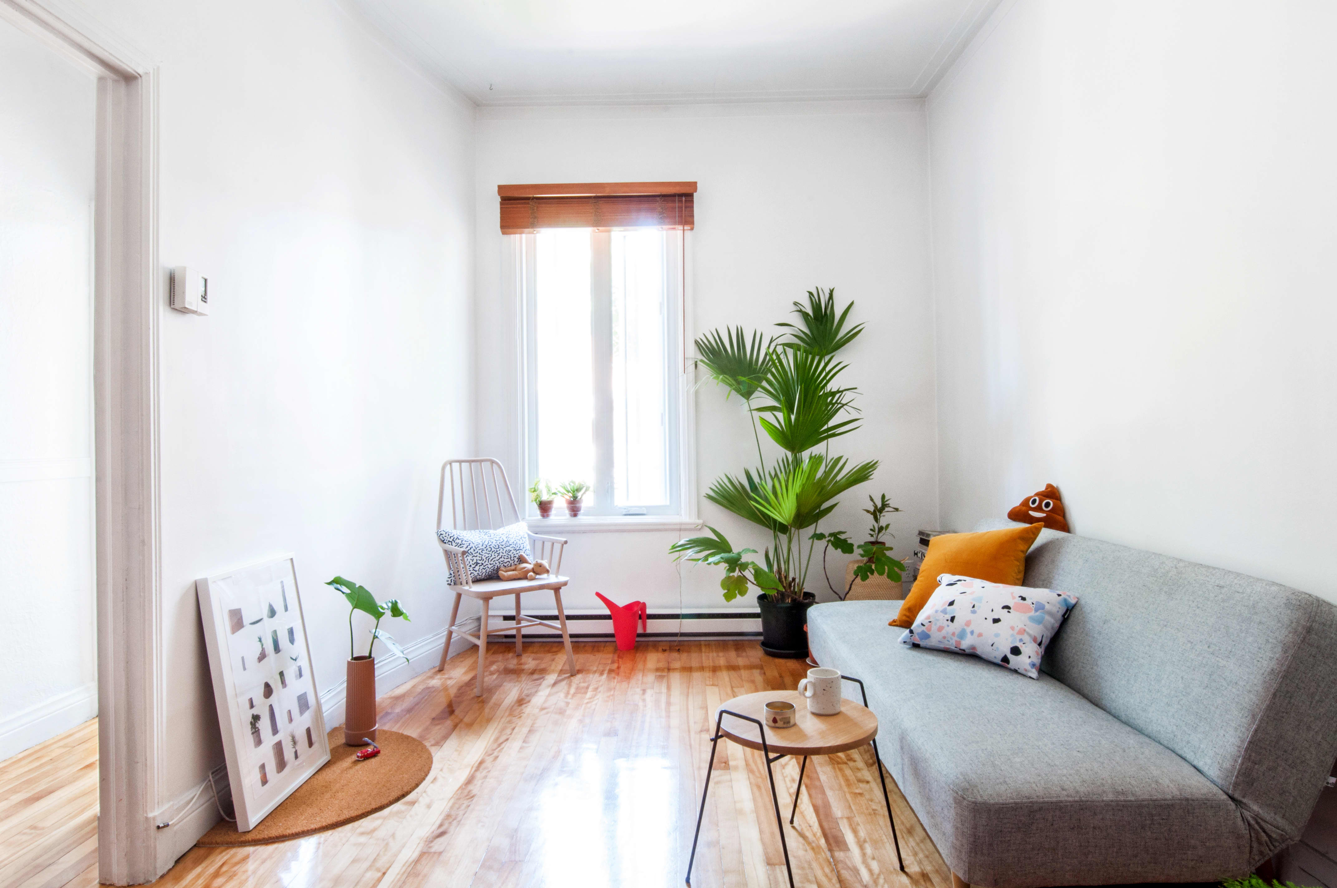 House Tour A Simple Minimal Apartment In Montreal Apartment Therapy