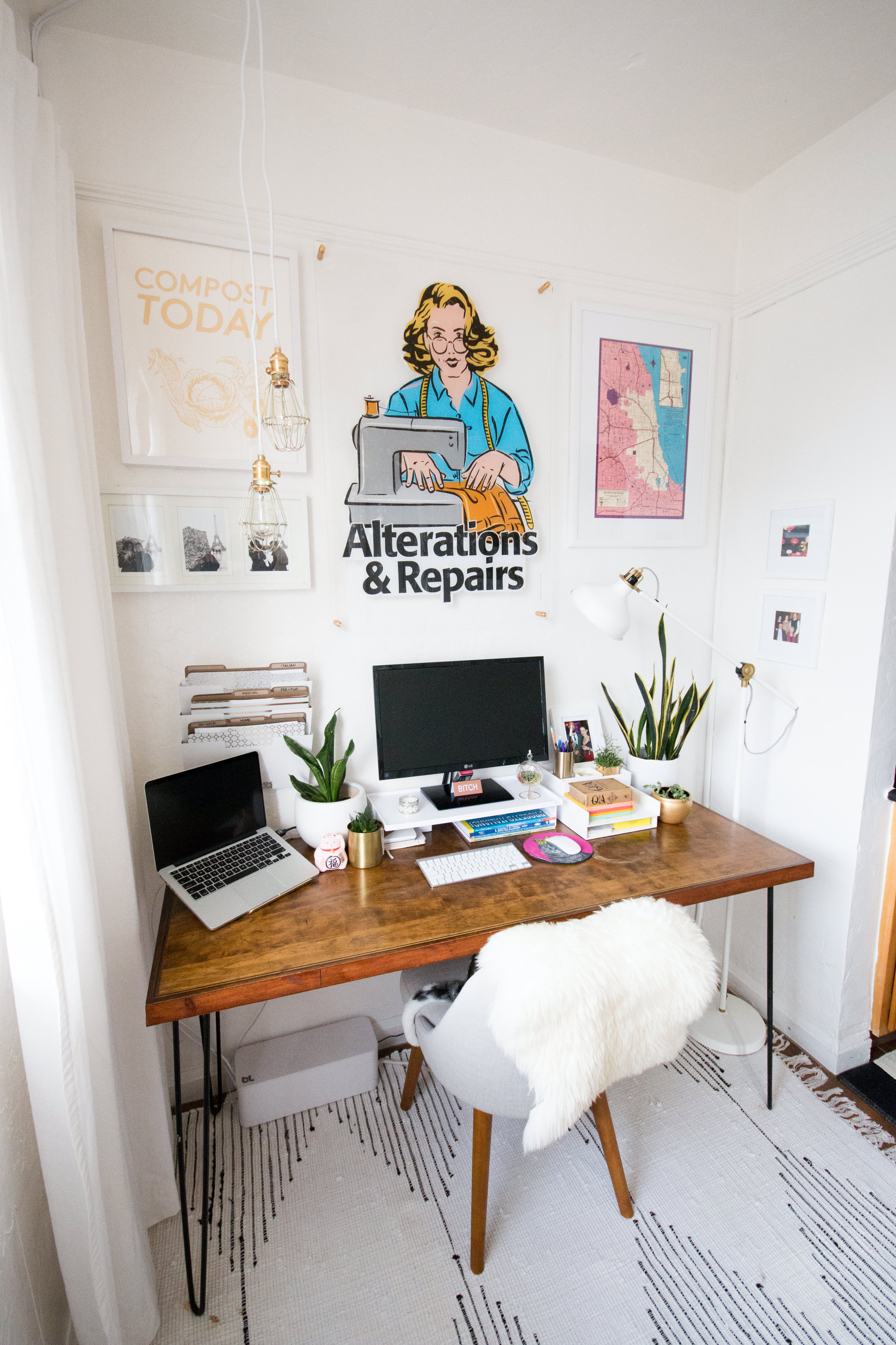 House Tour: A Colorful 400 Square Foot Studio Apartment ...