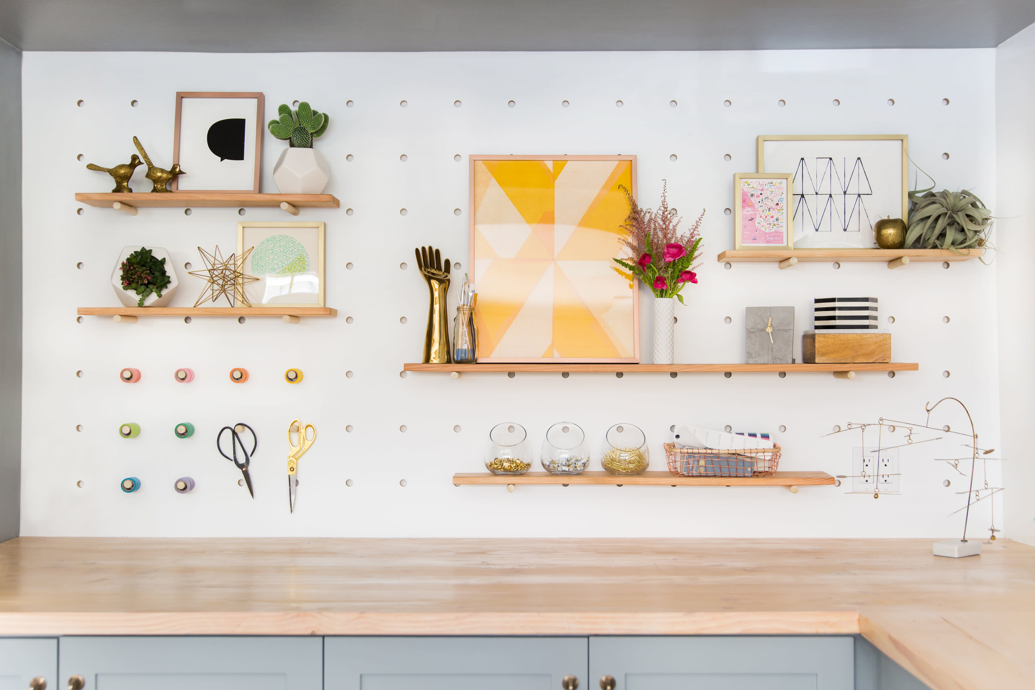 This Hgtv Star Completely Transformed Her Garage Into An Effervescent Home Design Studio Apartment Therapy