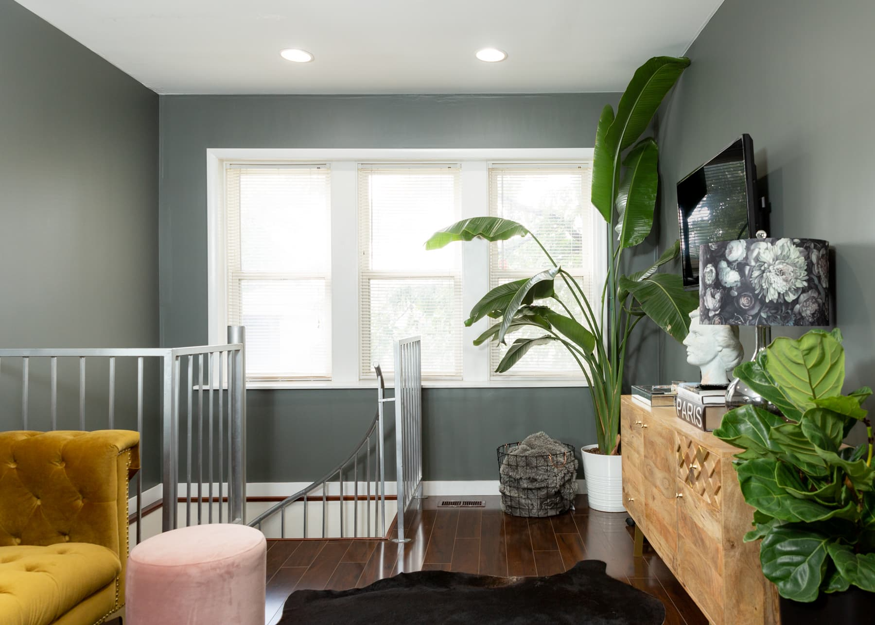 Signed Blake Gifford Chicago Apartment Photos | Apartment ...