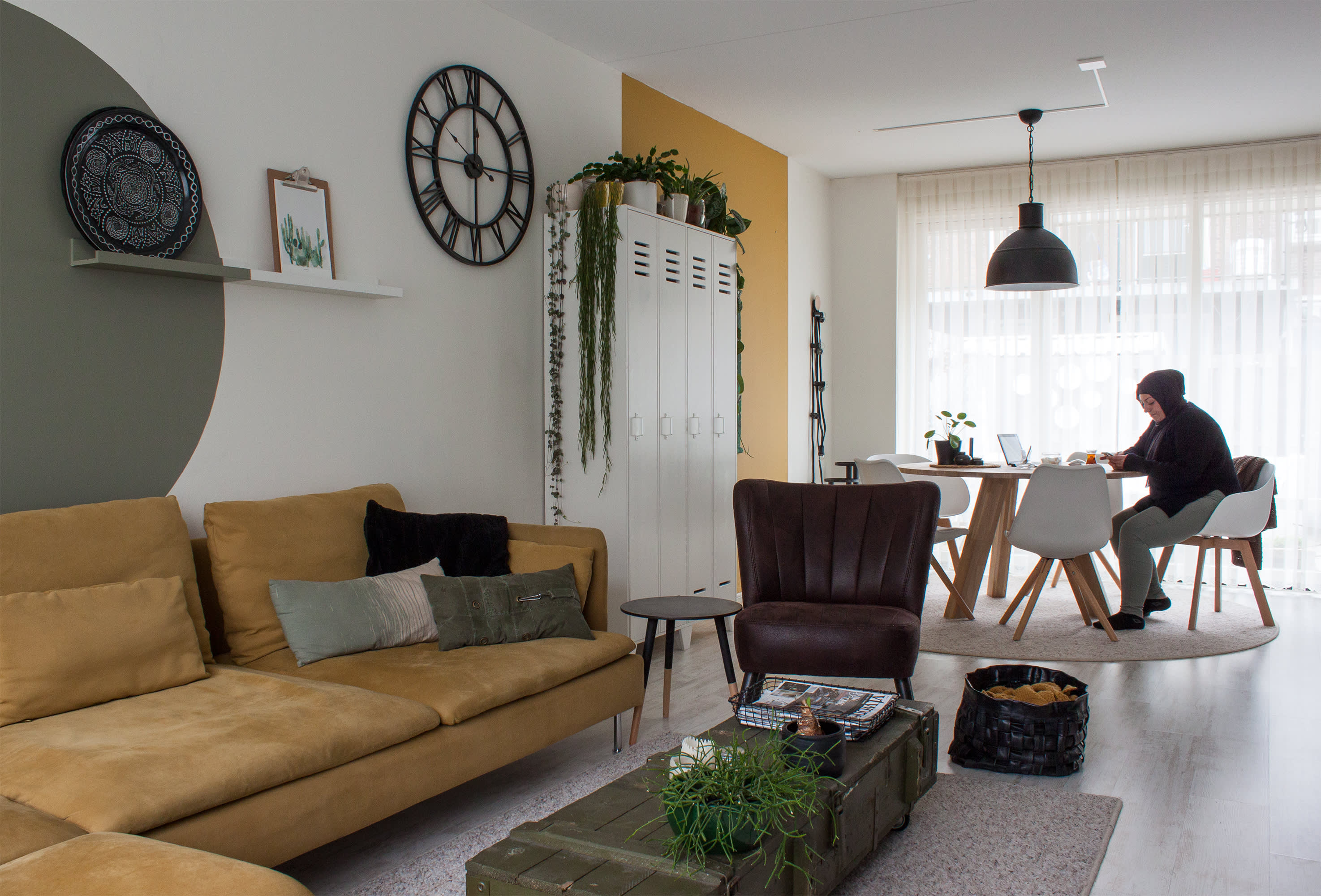 101 Woonideeen Tv Meubel.House Tour A Warm Organic Modern Dutch Home Apartment Therapy