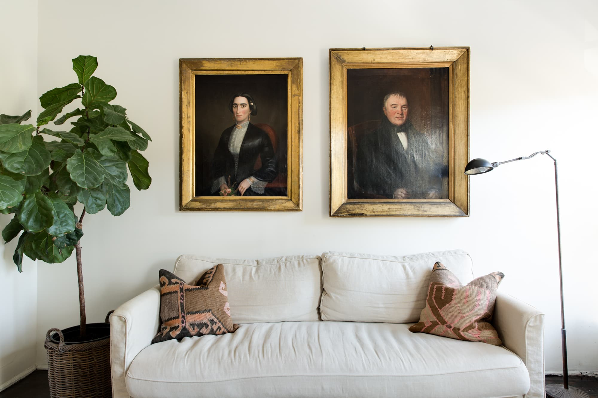 House Tour Nyc Railroad Apartment Design Solutions Apartment Therapy