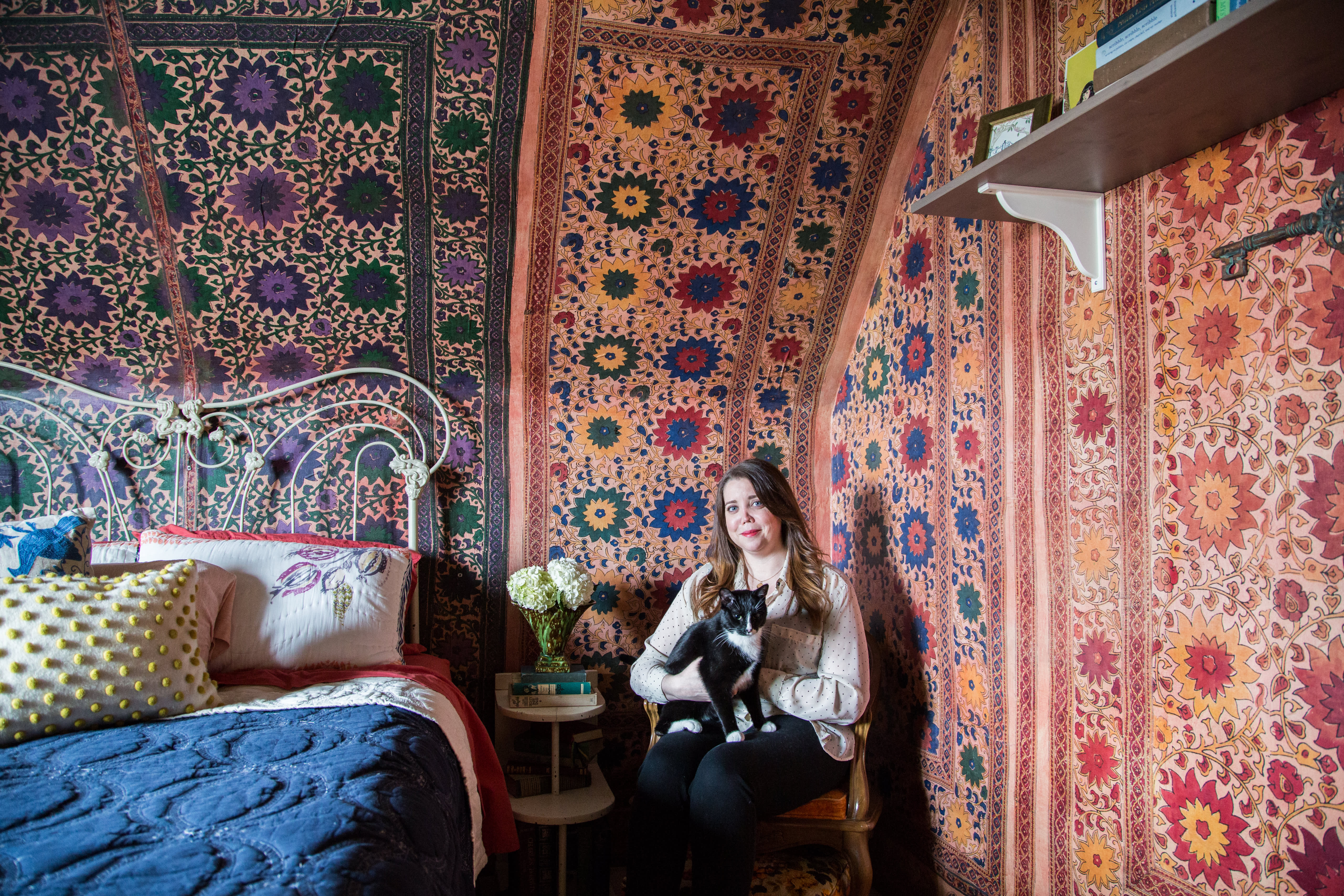 House Tour Vintage 60s Fabric Attic Apartment Apartment Therapy