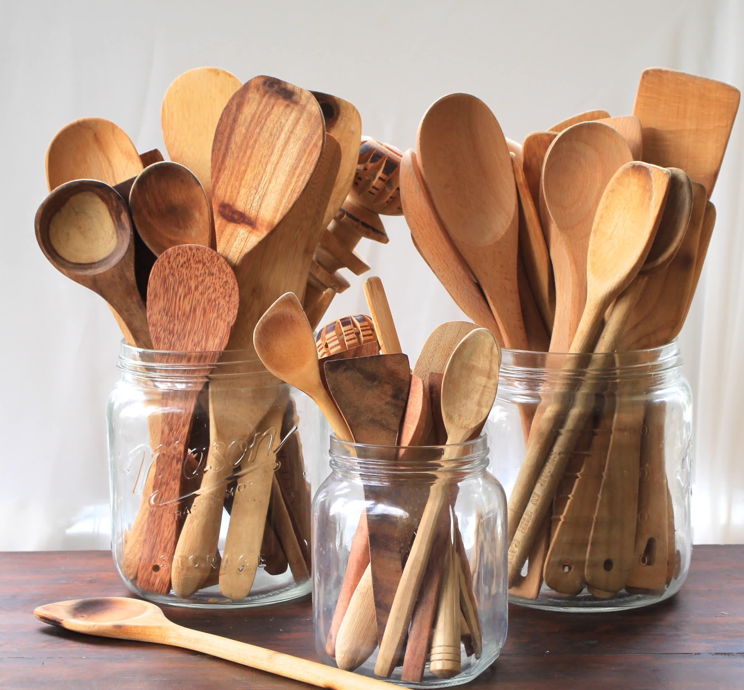 A Sure Sign You Need to Throw Away Your Wooden Cutting Boards and Spoons