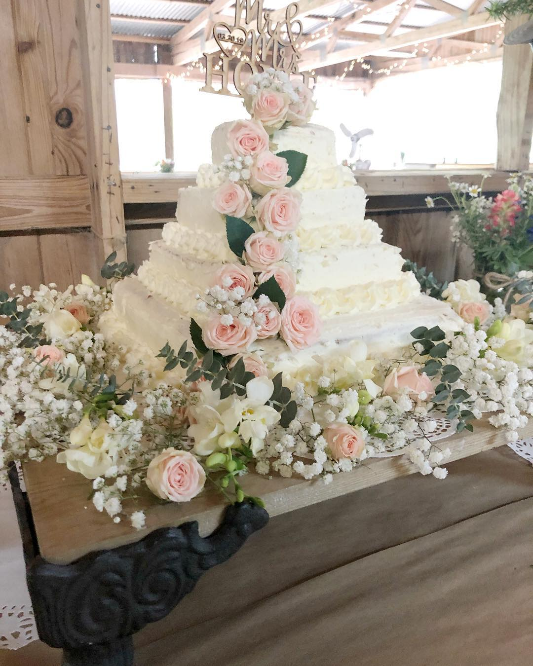 This DIY Costco Wedding Cake Only Costs $50
