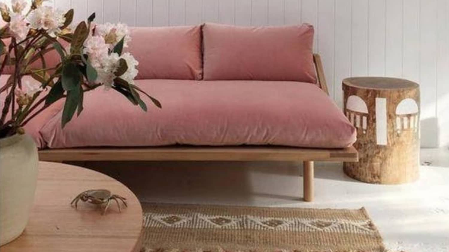 When Two Trends Collide 9 Beautiful Pink Velvet Sofas Apartment Therapy