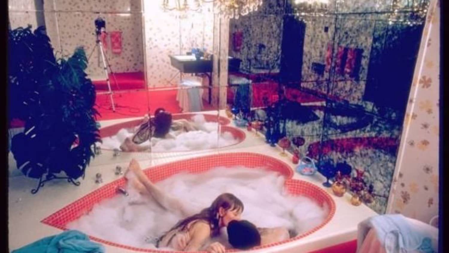The Rise And Fall Of The Heart Shaped Hot Tub Apartment Therapy