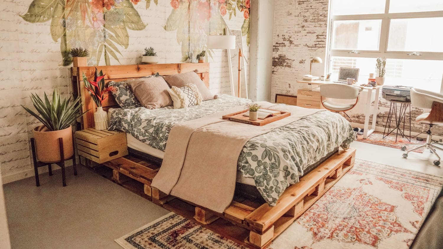 10 Diy Pallet Bed Ideas Easy Ways To Make A Pallet Bed Apartment Therapy