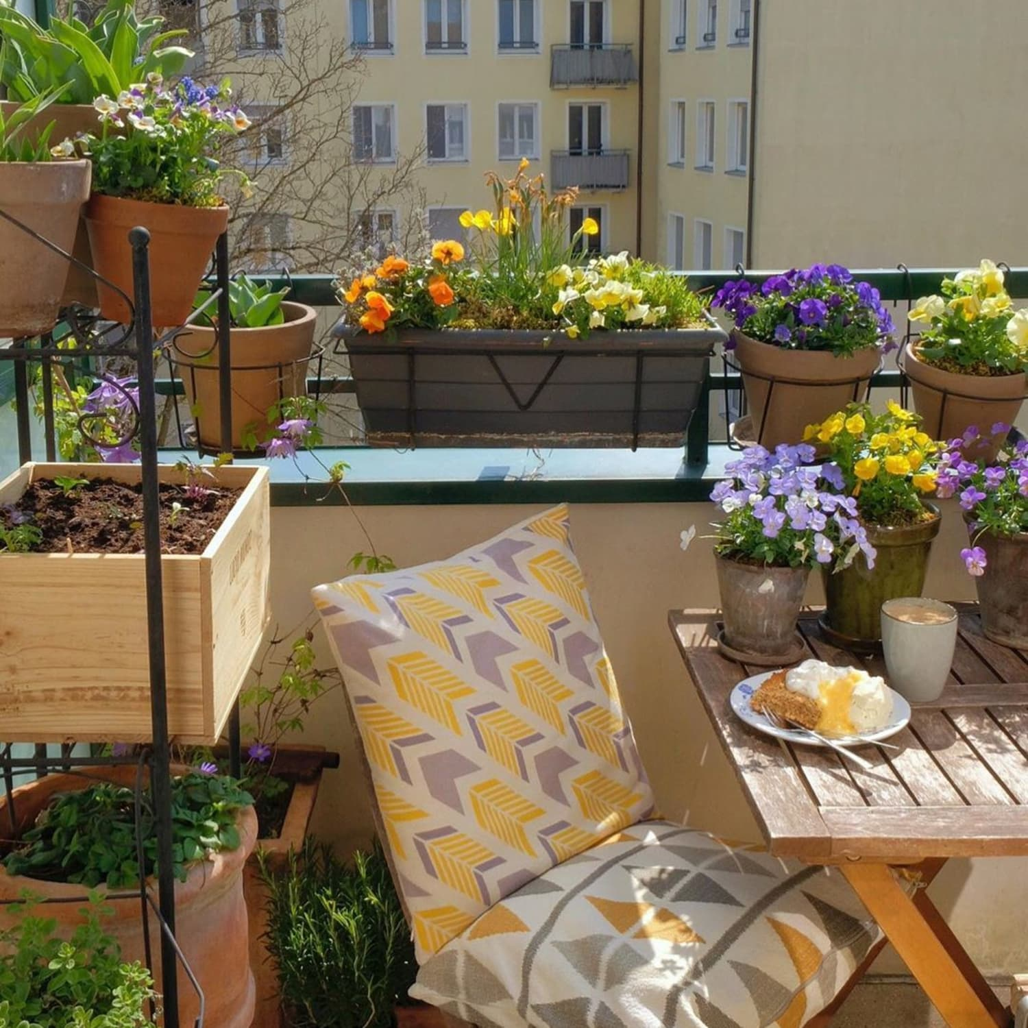 10 Balcony Garden Ideas How To Grow Plants On A Small Balcony Apartment Therapy
