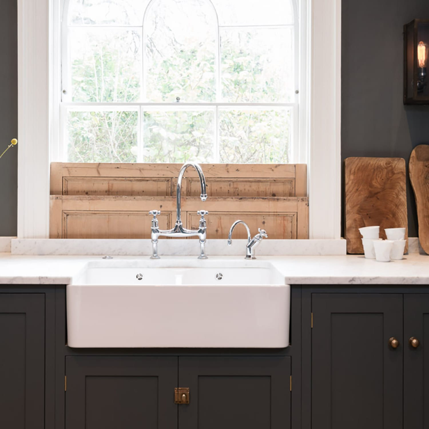 Farmhouse Or Apron Sinks Everything You Need To Know Apartment Therapy