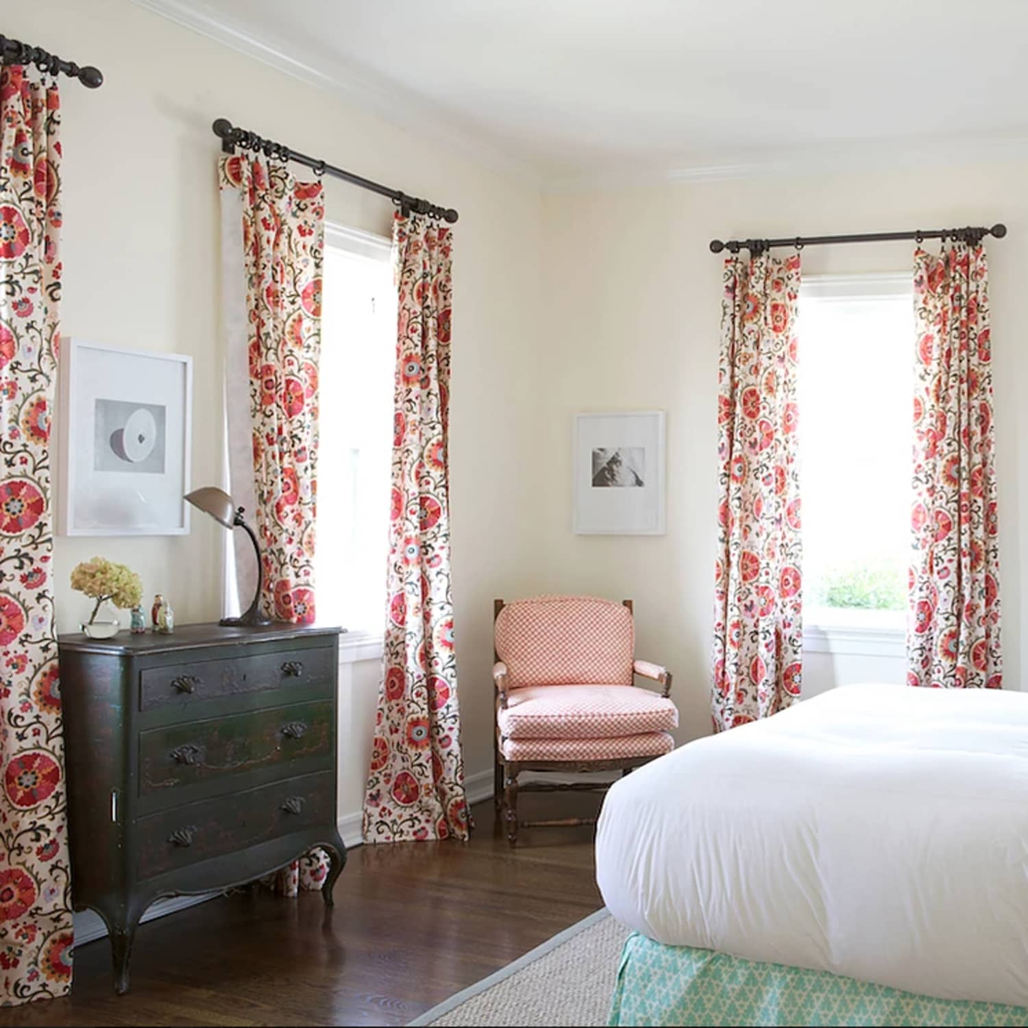 One Room Many Windows Pro Tips For Choosing Window Treatments Apartment Therapy
