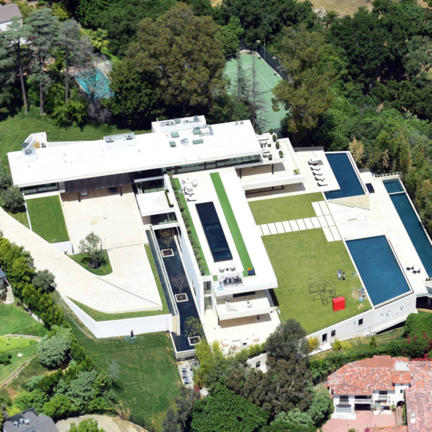 Beyonce And Jay Z Are Reportedly Buying In Bel Air Apartment Therapy