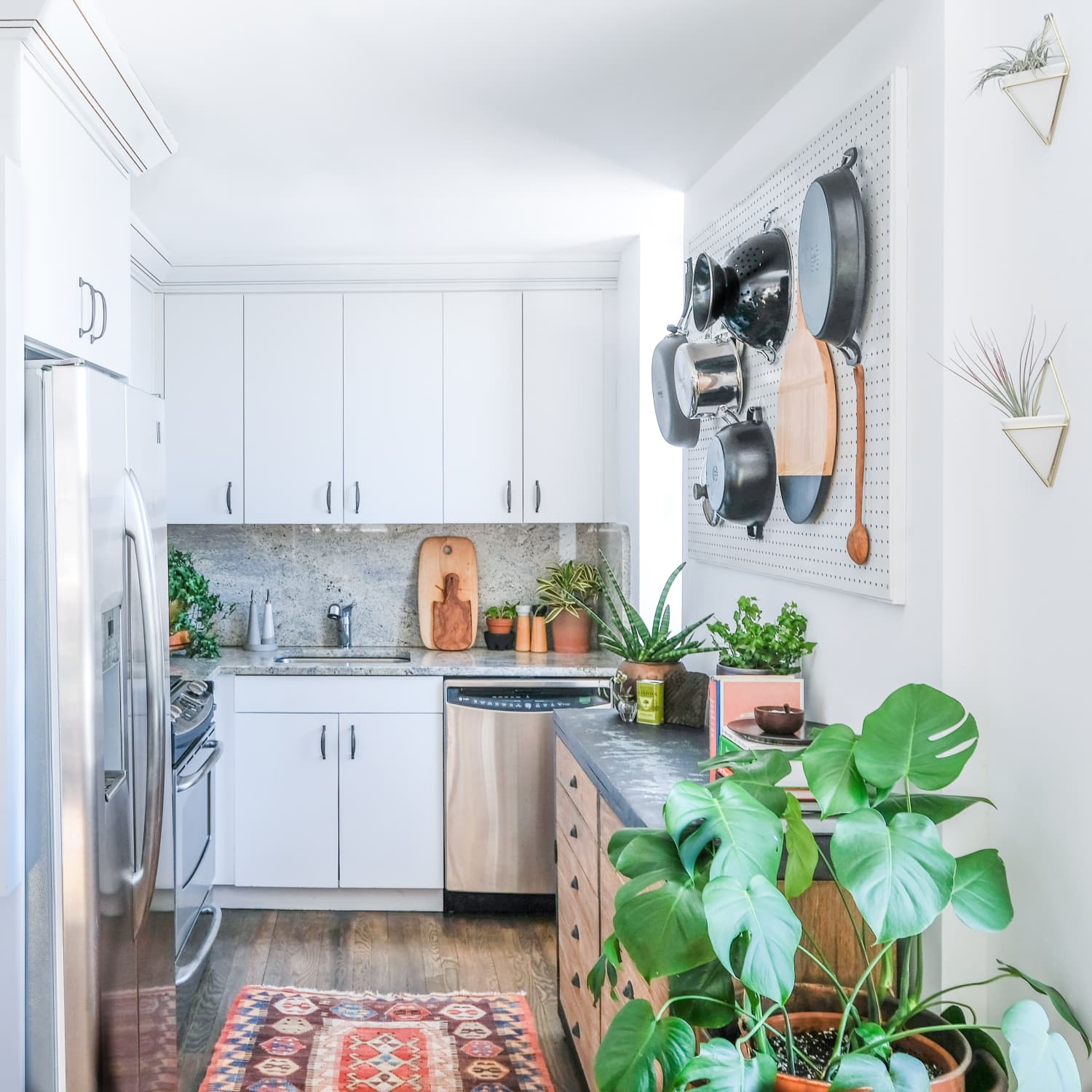 The Best Small Kitchen Must Haves According To Interior Designers Apartment Therapy
