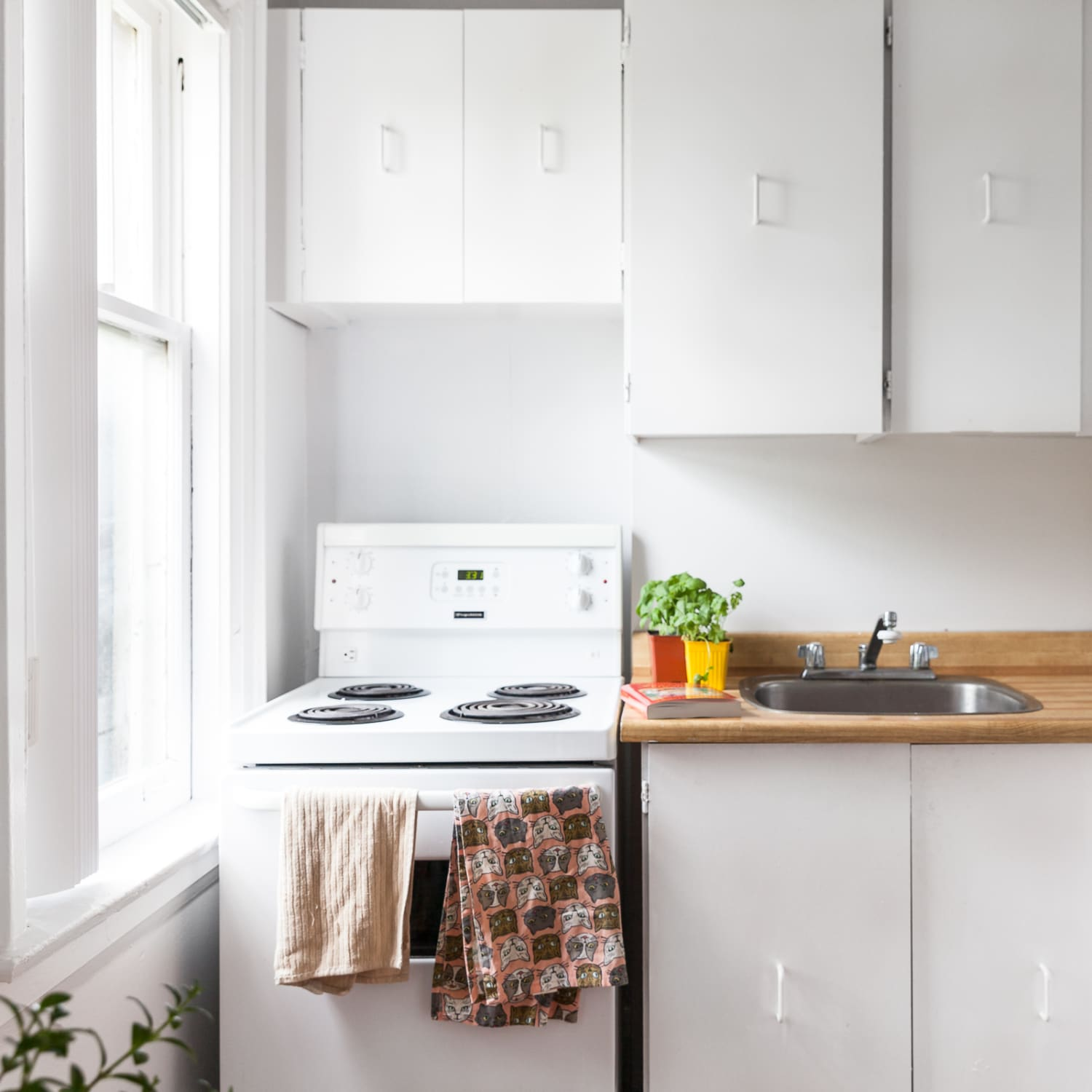 The Best And Worst Places To Hang Your Kitchen Towels Kitchn