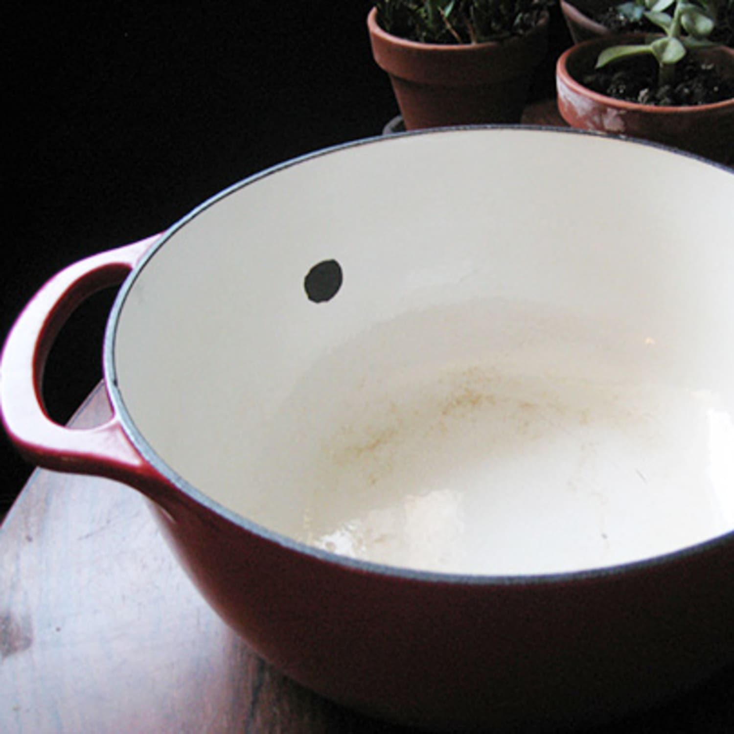 Help Why Does My Dutch Oven Enamel Keep Cracking Kitchn