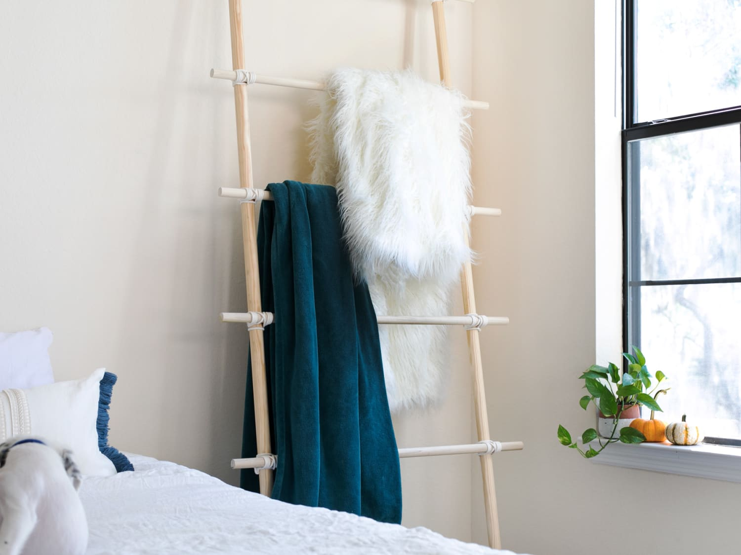 Decorating With Blanket Ladders Blanket Ladder Design Ideas Apartment Therapy