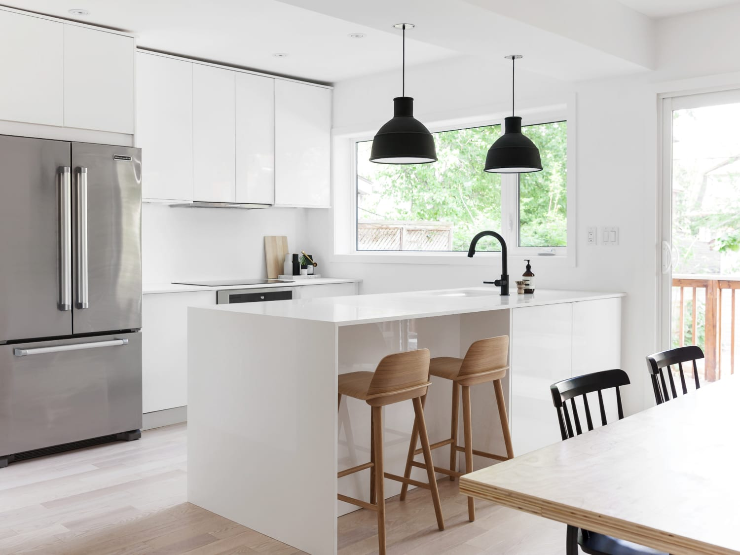 Super 10 Tips For Keeping A Minimalist Kitchen Apartment Therapy Machost Co Dining Chair Design Ideas Machostcouk