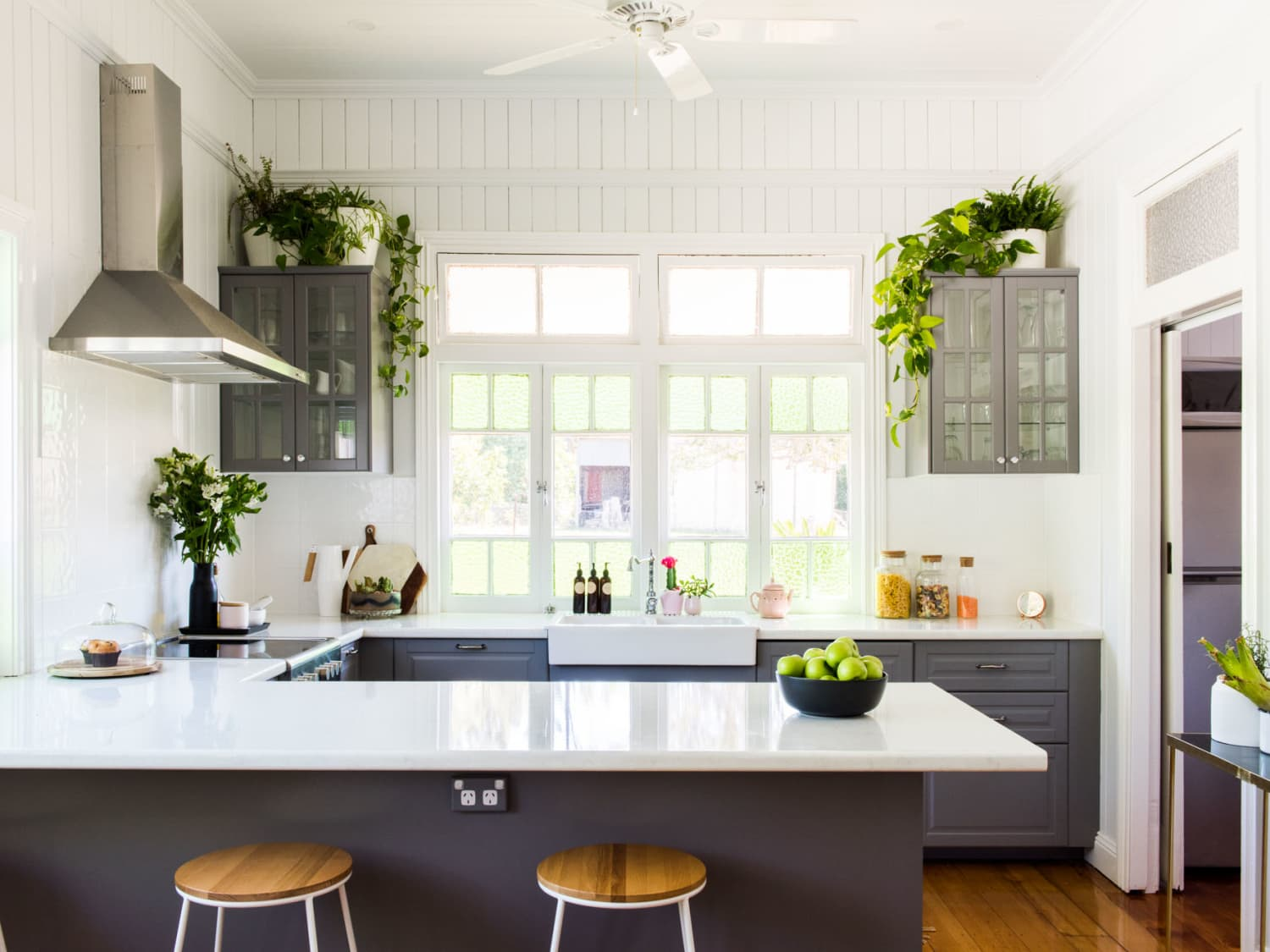 20 Gorgeous Gray Kitchen Ideas How To Use In Kitchens Apartment Therapy