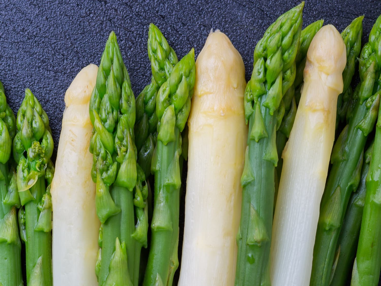 What S The Difference Between White And Green Asparagus Kitchn