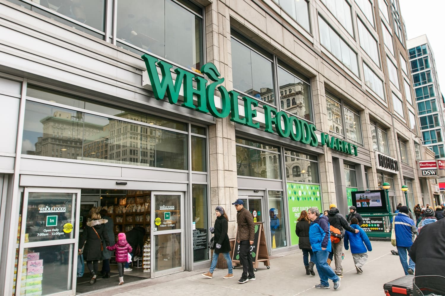 You Can Get 2 Dozen Roses for Just $20 at Whole Foods Right Now (Prime Only!)