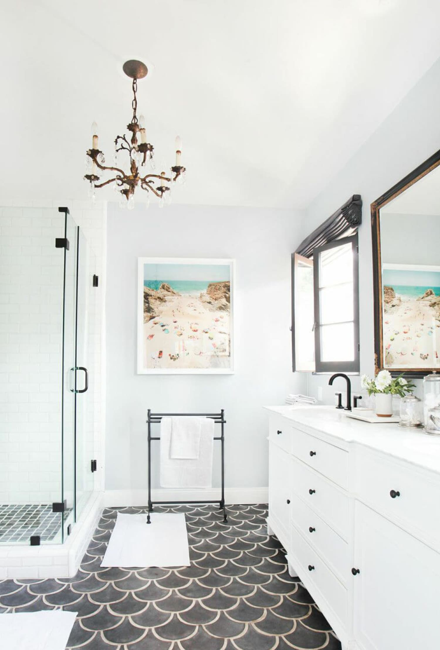 20 Crisp, Clean White Bathroom Ideas You'll Want to Try Immediately