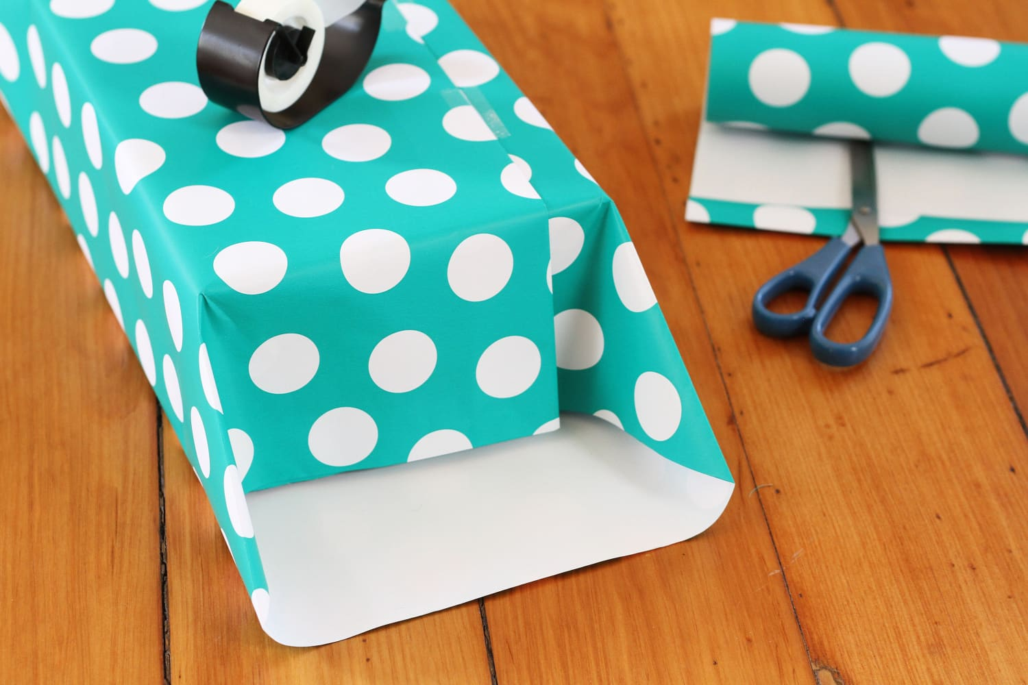 One 5-Minute Thing You Can Do This Weekend to Make Wrapping Gifts Easier Later