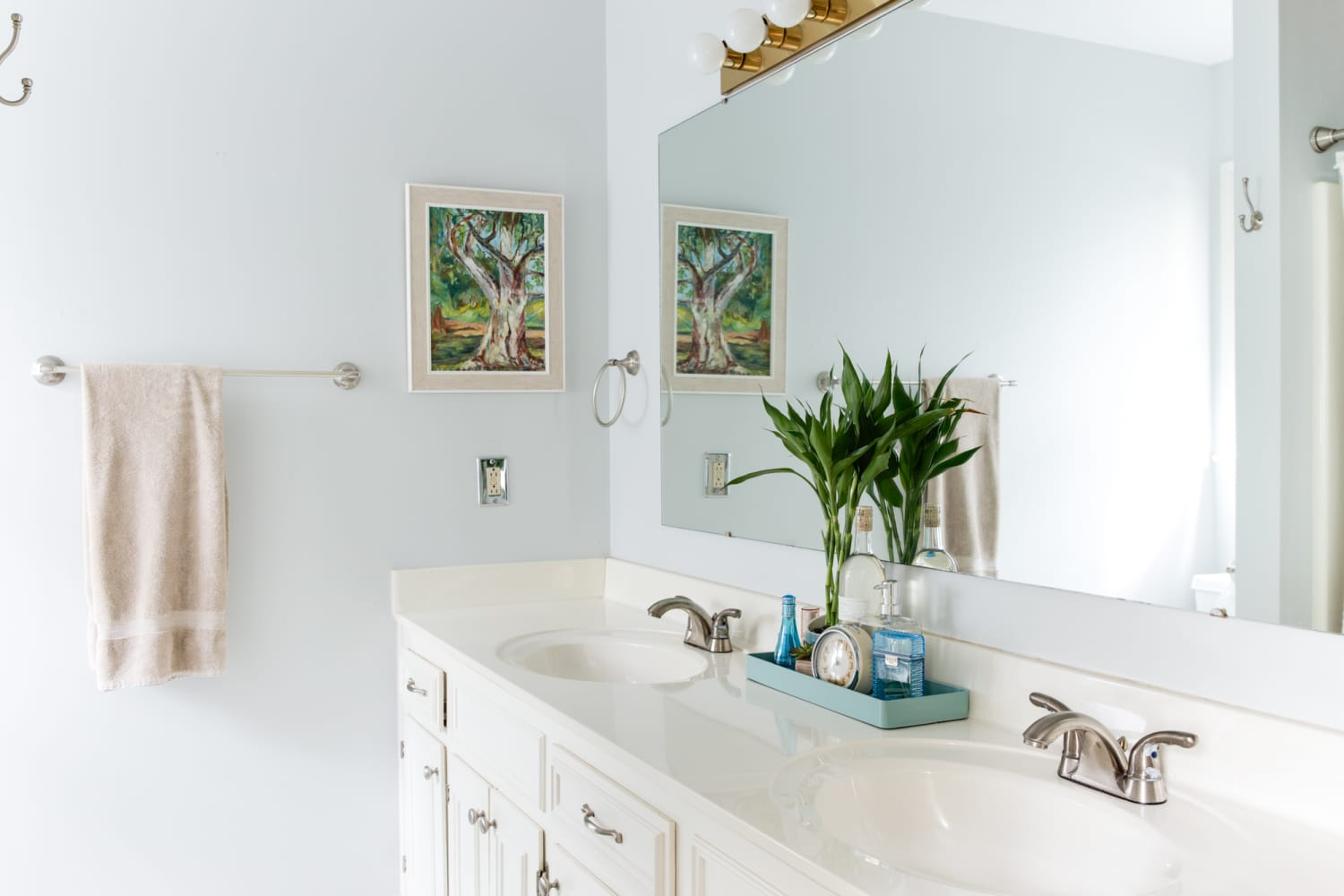 PSA: These are the Best and Worst Colors for Your Bathroom