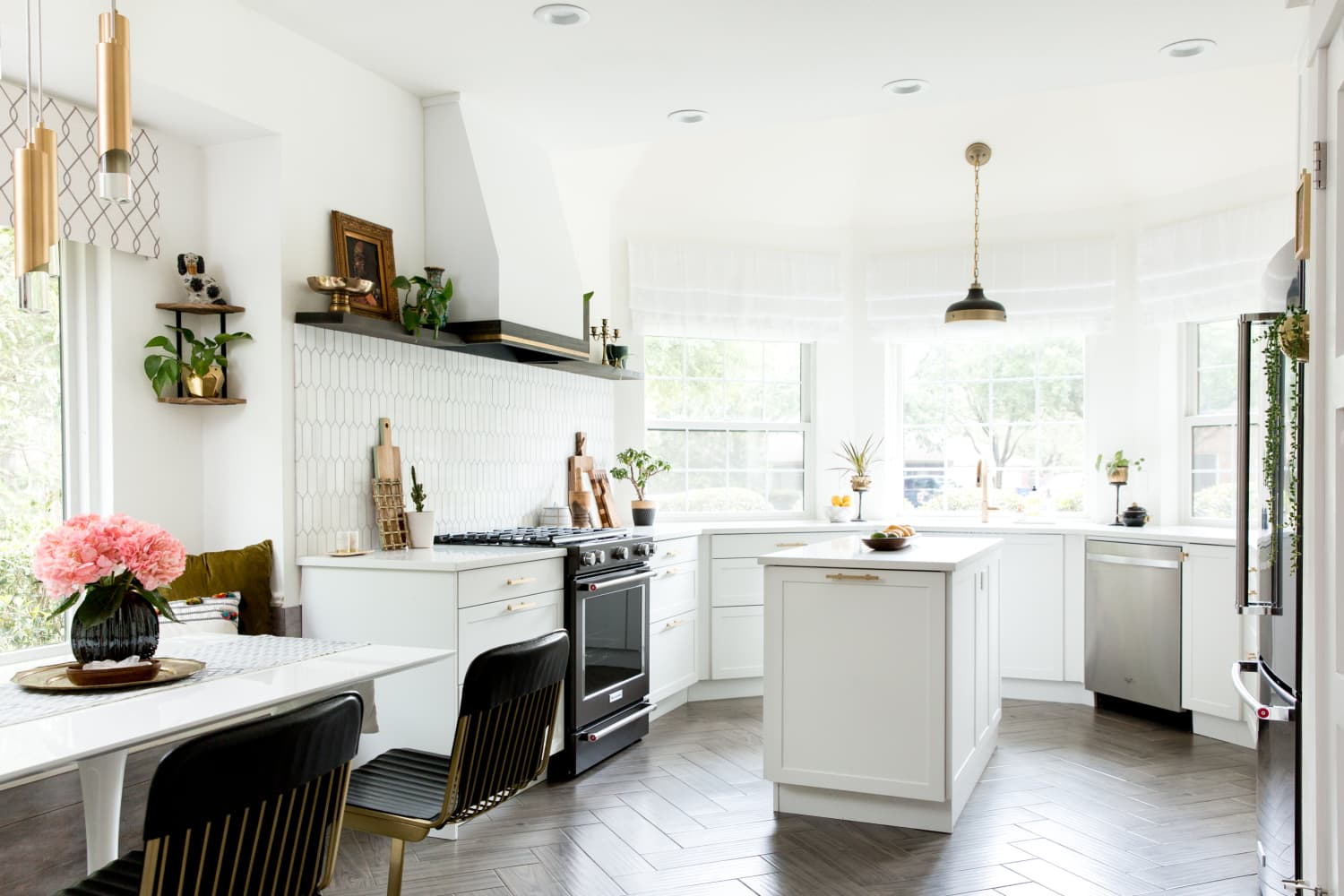 """These 5 Things Create a """"Perfect"""" Kitchen, According to Real Estate Agents"""