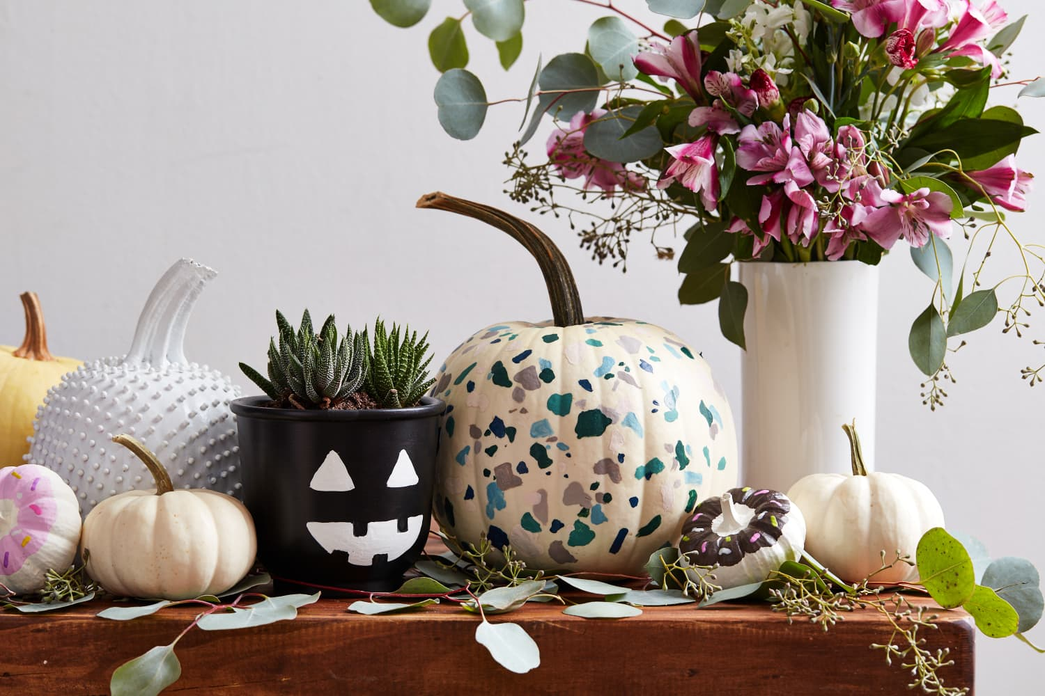 3 No-Carve Pumpkins (and One Planter) That You Can Do With Two Supplies