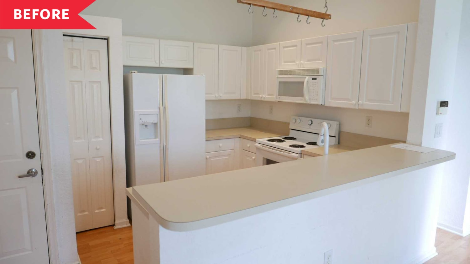 Before & After: This Kitchen Has the Exact Same Layout, but Is Now Way More Functional