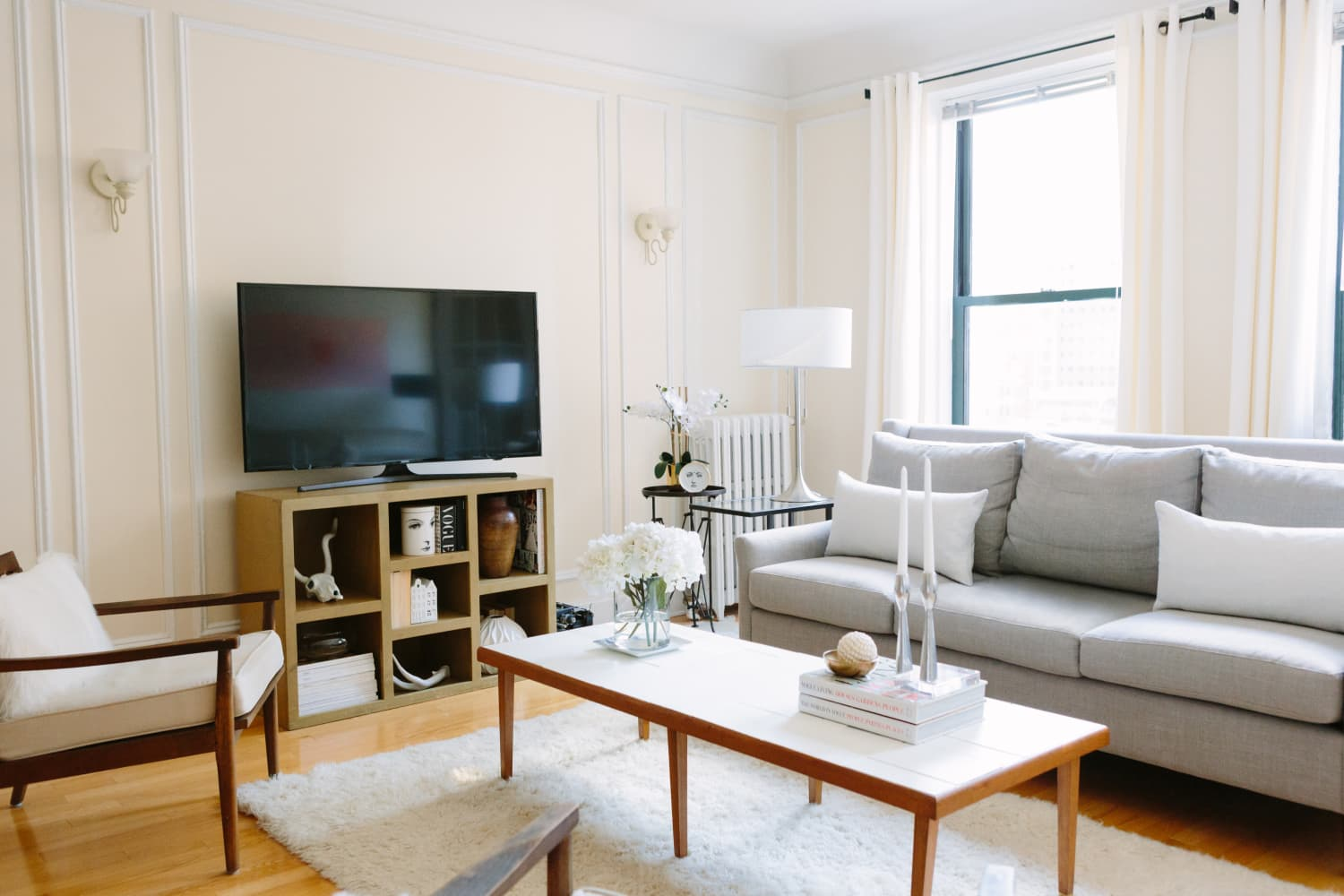 21 Smart Ways to Keep Your Living Room Clean, Forever