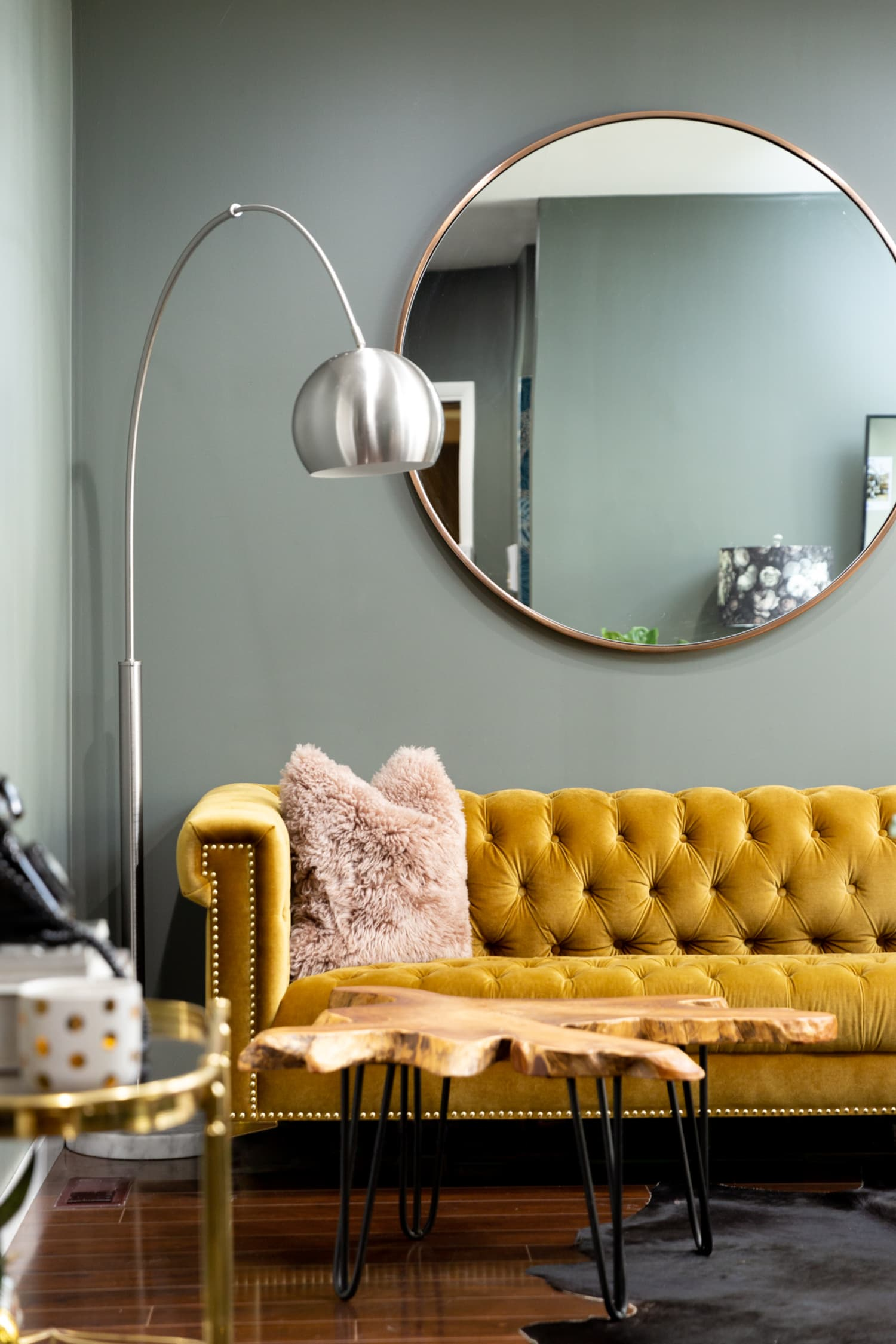 A Small Chicago Apartment Is Glam, Gorgeous, & Might Inspire You to Add Wallpaper to Your Rental