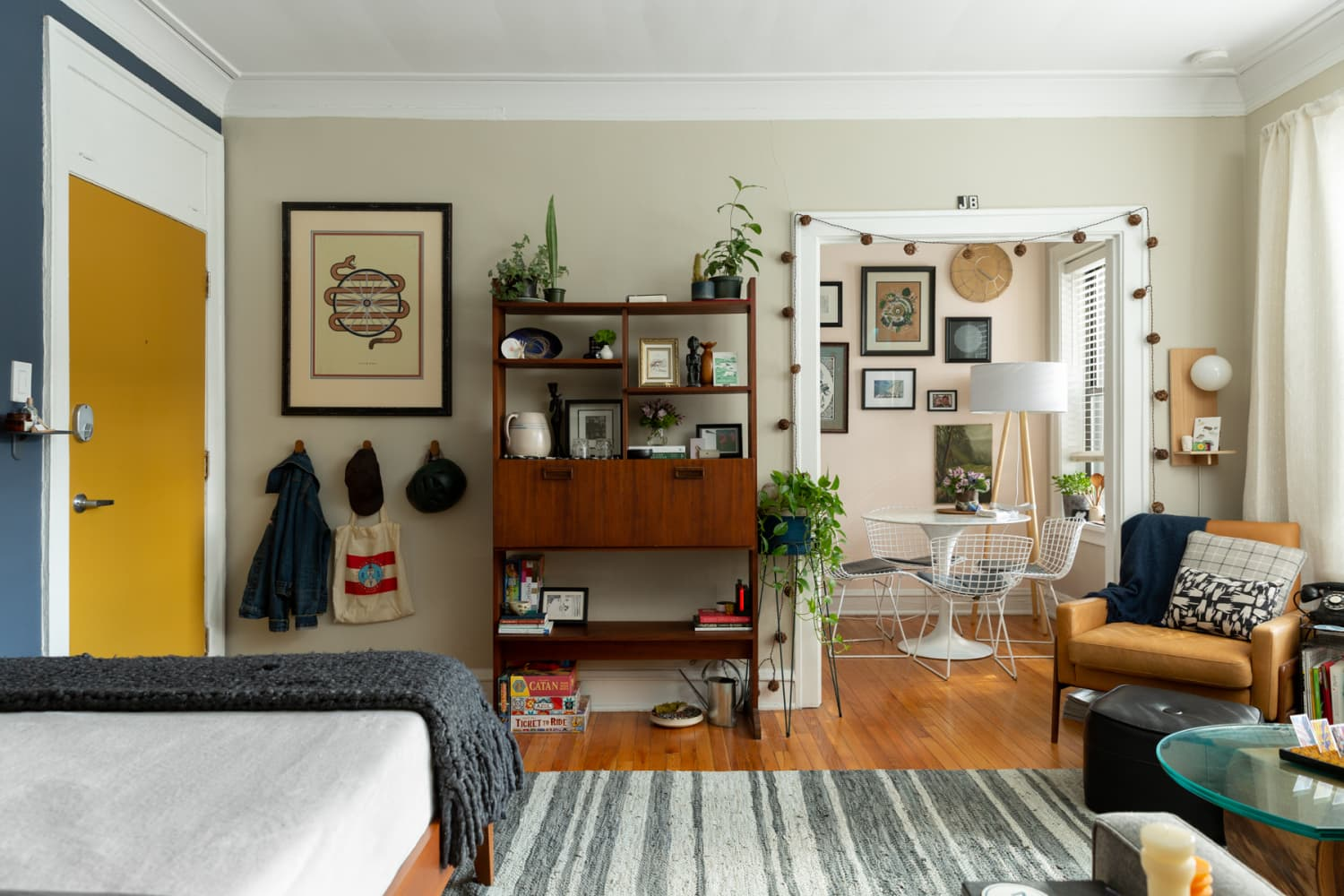 A Stylish 420-Square-Foot Chicago Studio Shows How to Use Every Bit of Space Wisely