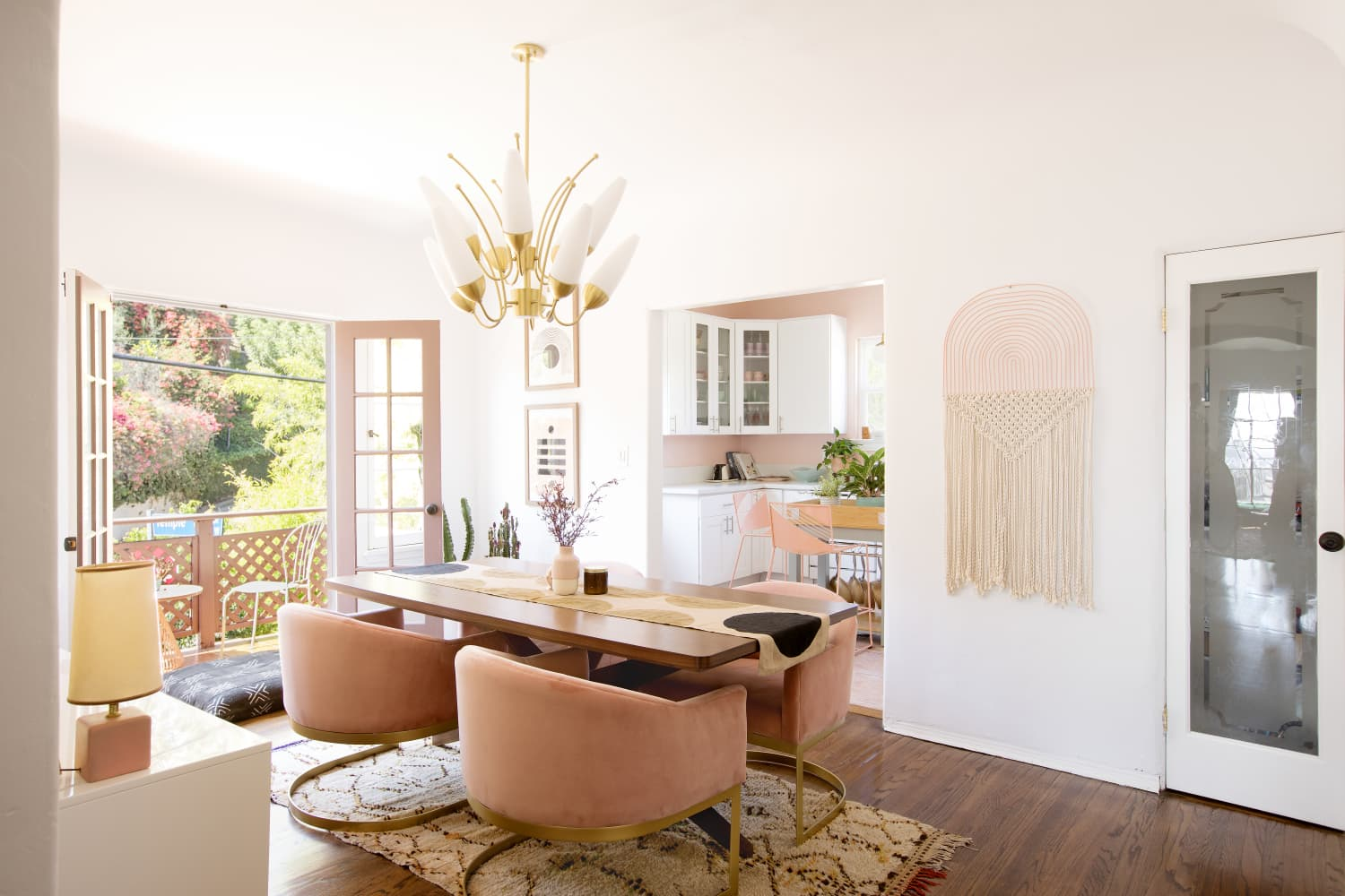 4 Ways to Make Your Dining Table Look More Expensive, According to Real Estate Experts