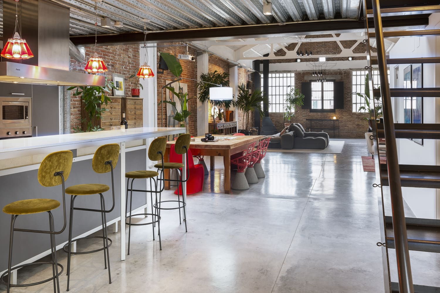 This Cool Spanish Home Makes a Stylish Case for Modern Loft Living