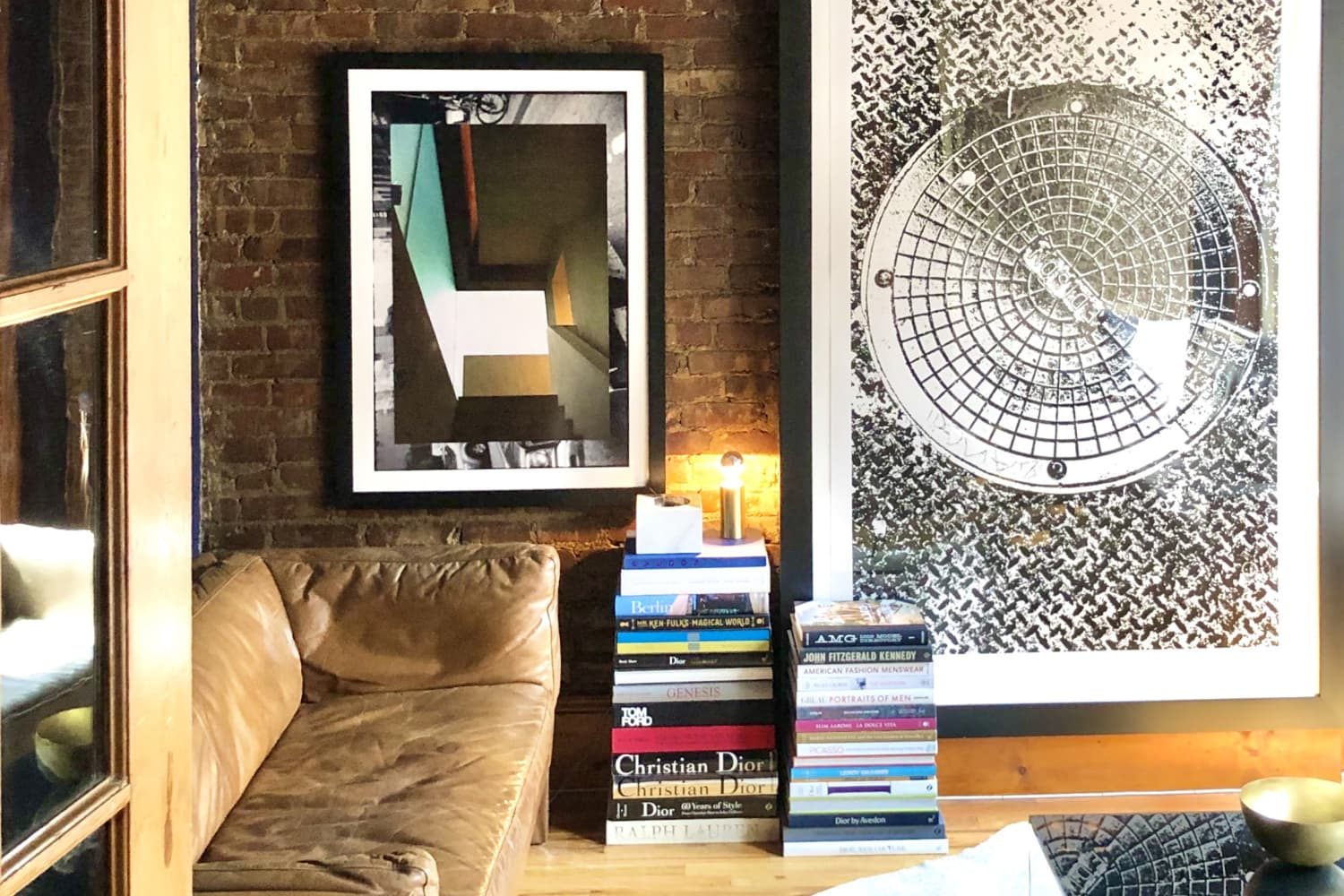 A 450-Square-Foot NYC Apartment Is Proof You Should Use Dark Colors in Small Spaces