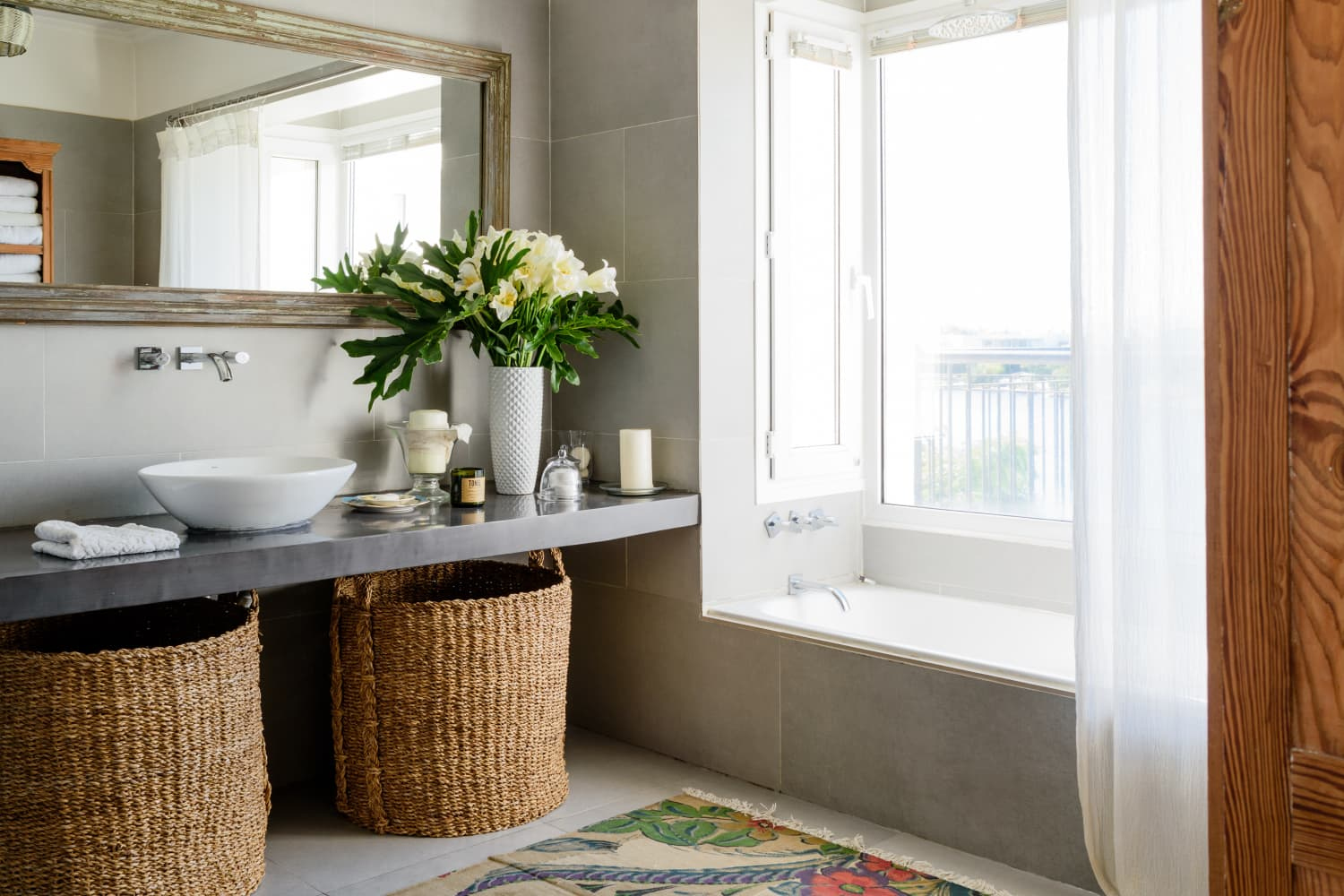 The One Thing You Should Always Have In Your Bathroom, According to a Very Wise Realtor