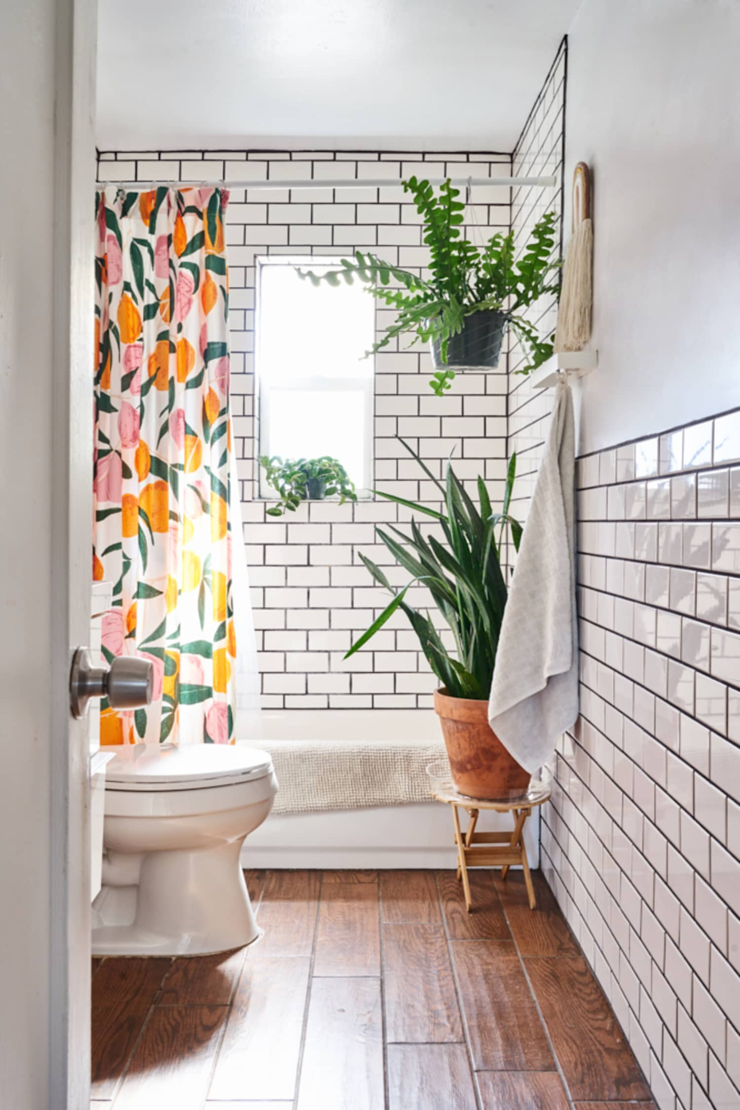 Here's the Easiest Way to Make a Small Bathroom Feel Enormous