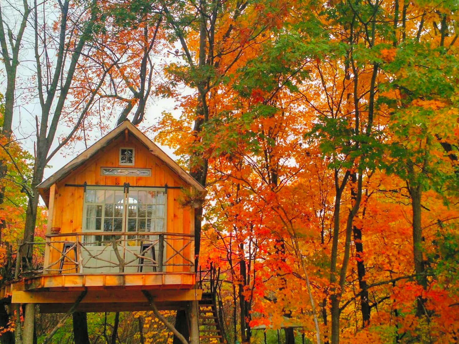 5 Cozy Fall Rentals for Your Next Weekend Trip, Starting at $85 a Night