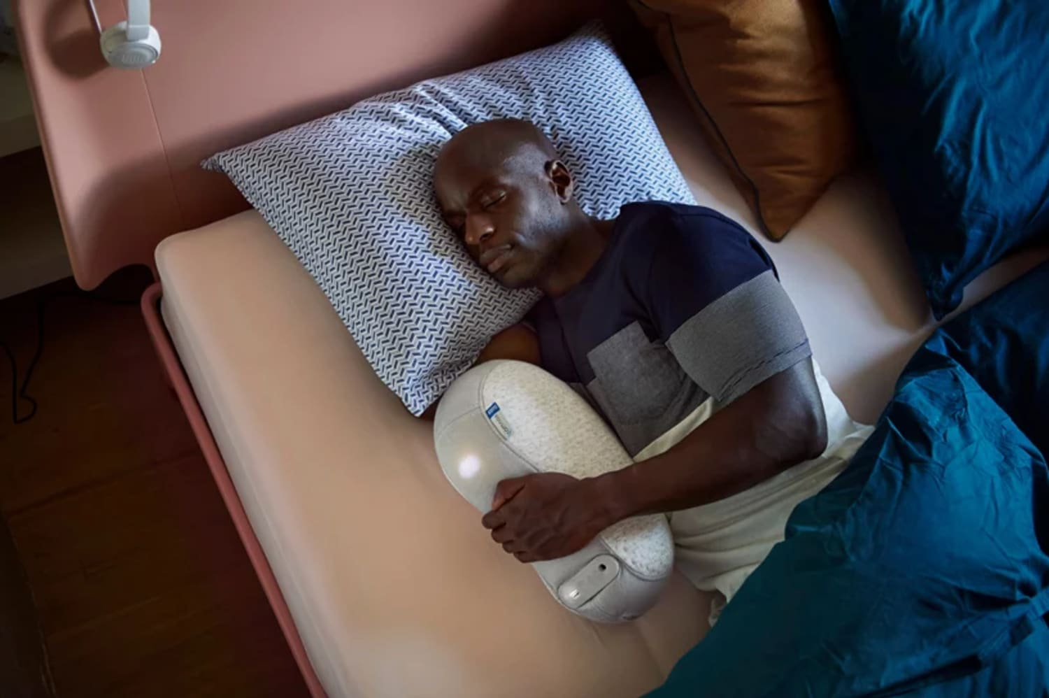 This Robotic Pillow Mirrors Breathing Patterns to Help You Sleep